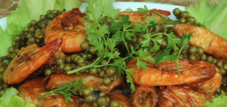 Des crevettes au poivre vert, un régal (Crédit photo : Johan de Faria)