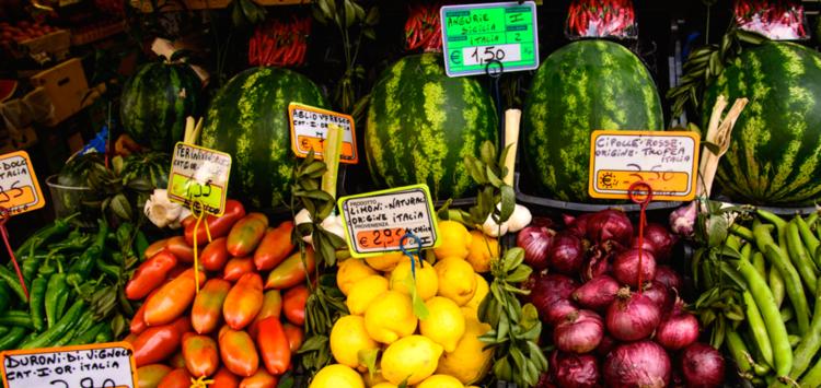 Etalage d'un marché à Milan (©John C. Bruckman/Creative commons)