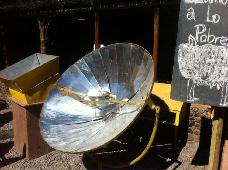 Cuiseur solaire parabolique, San Pedro de Atacama, Chili